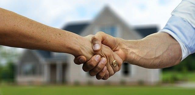 Two people shaking hands after a closed home purchase deal.